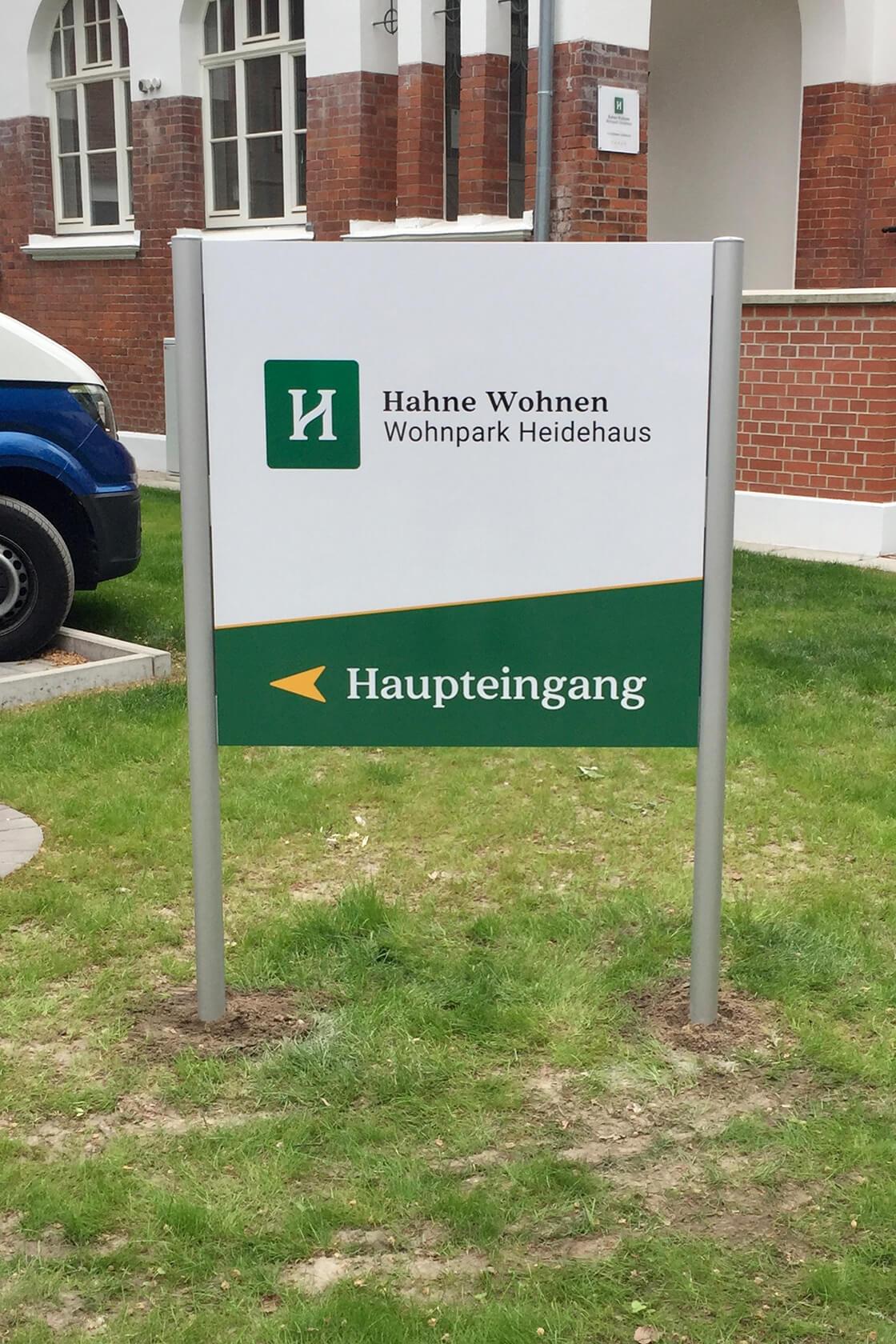 Schild und Beschriftung in Celle