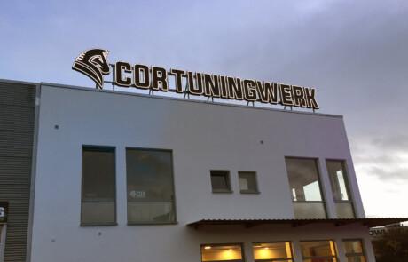 Leuchtschild des COR Tuningwerks aus Celle